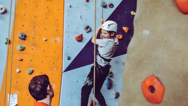 erlebnispädagogik-juvigo-klettern-jugendreisen-feriencamps