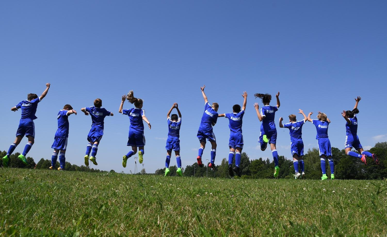 fussballcamp-hof-mannschaft-luftsprung