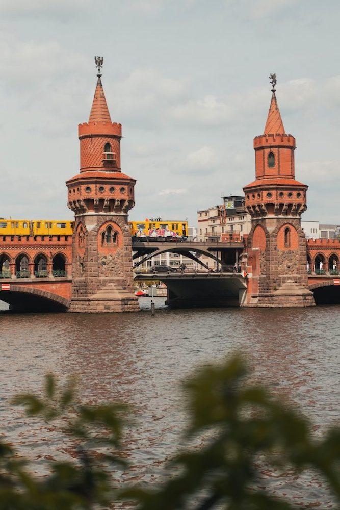 oberbaumbrücke-berlin-friedrichshain-juvigo