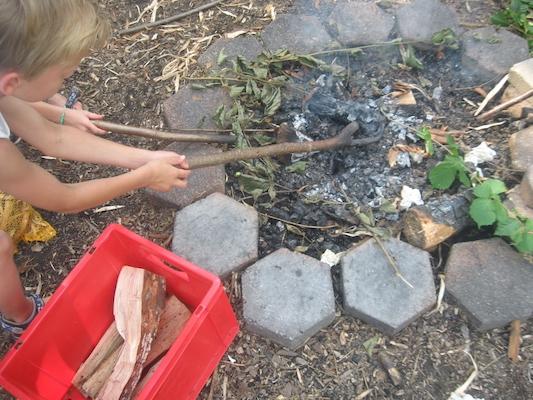 indianercamp-kassel-feuer-entfachen